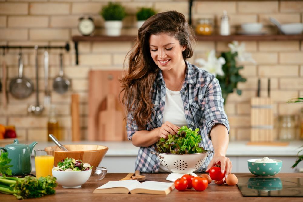 healthy woman eating healthy